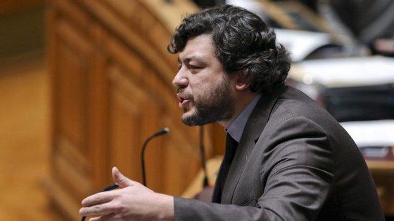 """""""O CDS está mais preocupado em marcar pontos"""" através de uma política mais mediática, disse Pedro Delgado Alves"""