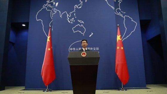 """Pequim, principal aliado de Pyongyang, defende uma solução do dossier norte-coreano """"através do diálogo"""""""