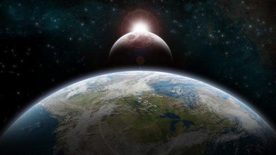Na tarde desta segunda-feira muitos vão ser os olhos curiososcolados ao céu para observar o eclipse do Sol