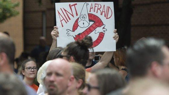 Um dos contra-protestos em Charlottesville, como aquele onde morreu Heather Heyer