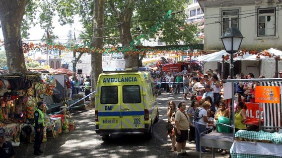 O acidente aconteceu no Largo da Fonte, no centro da freguesia do Monte, durante a festa popular e as celebrações religiosas em honra da padroeira