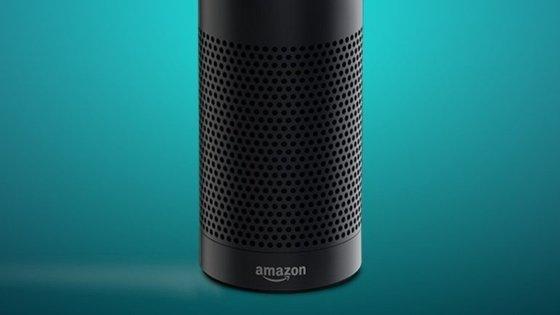 A coluna Echo da Amazon é o interface do assistente pessoal Alexa. A Cortana, da Microsoft, está integrada no Windows 10