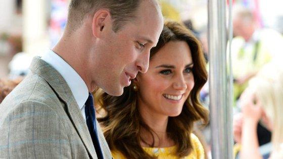 William e Kate têm dois filhos -- George, de quatro anos, e Charlotte, de dois