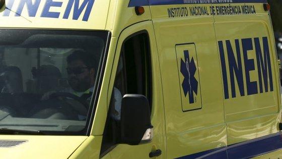 O alerta foi dado pelas 7h46 e a vítima ainda chegou a ser assistida pelo INEM, acabando por morrer