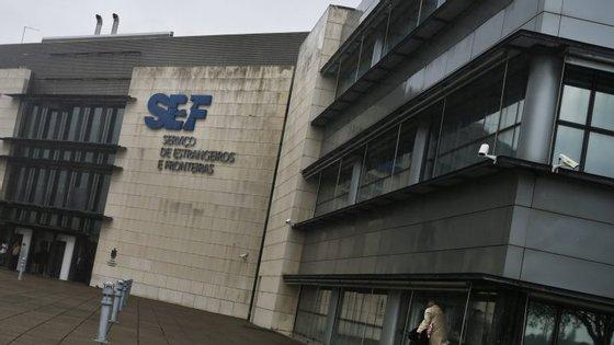 A diretora do SEF, Luísa Maia Gonçalves, pediu a sua demissão, numa reunião convocada pela ministra com a intenção de a exonerar