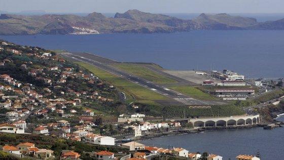 Um dos voos foi desviado para Porto Santo