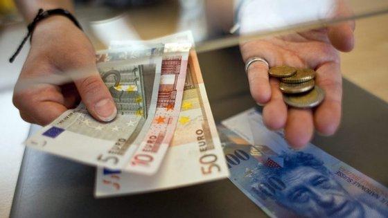 O Estado espera arrecadar até 2.750 milhões de euros em dívida de curto prazo até ao fim do ano