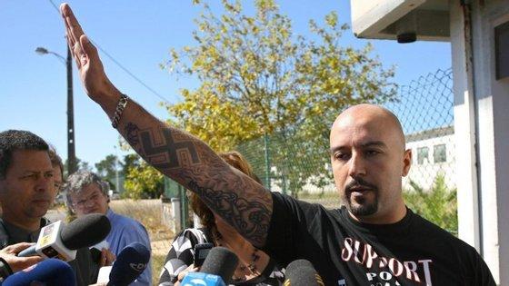 Mário Machado esteve detido 30 horas na Suécia a 29 de setembro. O dirigente extremista está proibido de se deslocar àquele país, tendo sido deportado para Portugal.