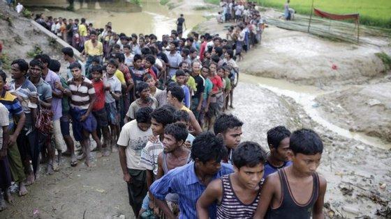 A crise dos rohingya arrasta-se desde 25 de agosto