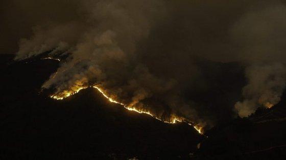 Os incêndios em Pampilhosa da Serra e em Ourém são os que inspiram mais cuidados