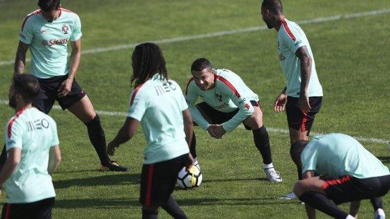 O selecionador português trabalhou com os 25 jogadores convocados e tem a equipa na máxima força