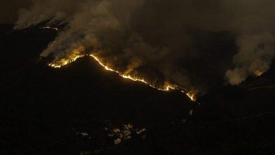 Em Pampilhosa da Serra, as frentes têm cerca de 12 quilómetros
