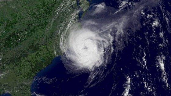 O IPMA prevê que a tempestade comece a aproximar-se do arquipélago a partir de quinta-feira