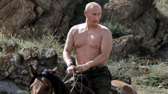 O principal opositor de Putin quer provar que as férias do presidente não são tão modestas como esta imagem aparenta