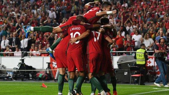 Portugal fez a festa na receção à Suíça, vencendo por 2-0 e assegurando a passagem direta à fase final do Mundial