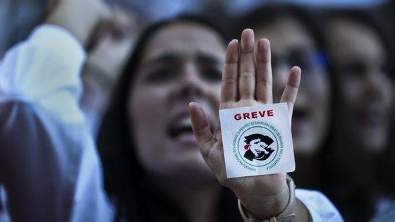 A greve acontece um dia depois da primeira greve regional dos médicos