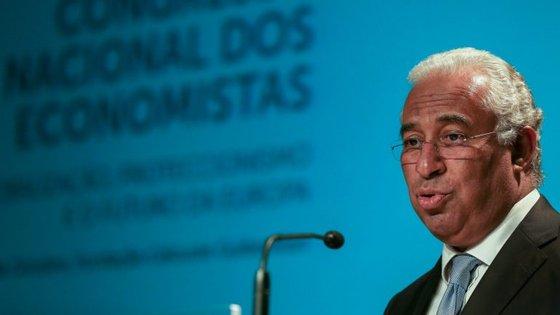"""António Costa disse que o alargamento de benefícios fiscais ao reinvestimento em lucros """"poderá subir dos 25 para os 50 por cento"""" nas pequenas empresas"""