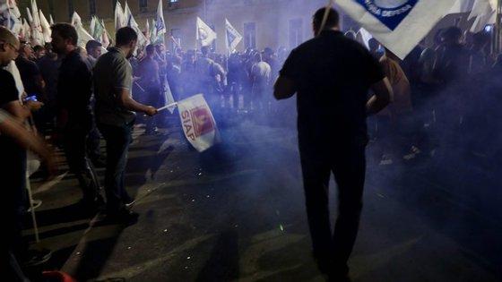 Elementos do Corpo de Intervenção foram desafiados pelos manifestantes a retirar os capacetes