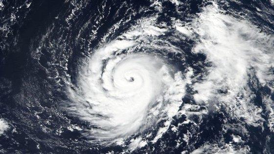 Continua a aumentar a probabilidade dos seus efeitos atingirem as ilhas de Santa Maria e de São Miguel