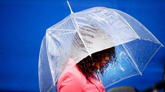 O furacão Ophelia está no Atlântico e vai passar a sudoeste dos Açores