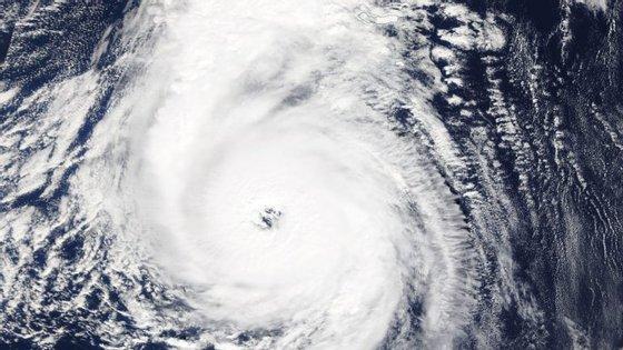 O centro do ciclone localizava-se a 146 quilómetros a sudeste de Santa Maria