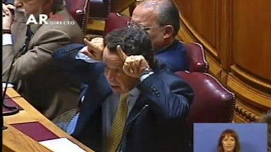 Manuel Pinho era ministro da Economia de José Sócrates quando fez um gesto impróprio a Bernardino Soares no Parlamento
