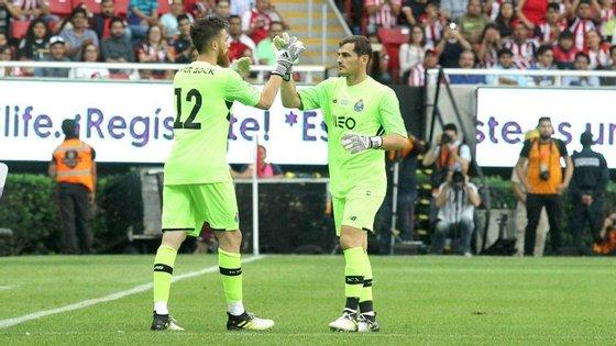 Casillas e José Sá durante um dos jogos de pré-temporada que o FC Porto realizou no México este Verão