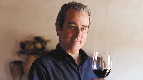 O observador foi conhecer a adega de João Portugal Ramos e esteve à conversa com o produtor cuja empresa celebra 25 anos.