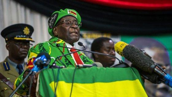 Robert Mugabe, 93 anos, fotografado no início de outubro, em Harare