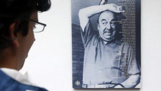 investigadores não excluem a possibilidade de Pablo Neruda se ter contaminado com toxinas bacterianas