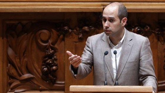 """""""O Estado tem de assumir a gestão que os privados falharam"""", defende Pedro Filipe Soares"""