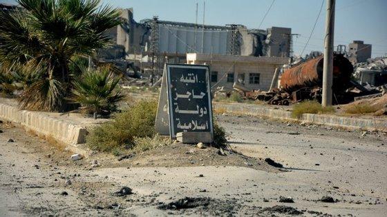 A cidade, descrita como o bastião do autoproclamado califado do Estado Islâmico, foi libertada formalmente na passada quarta-feira