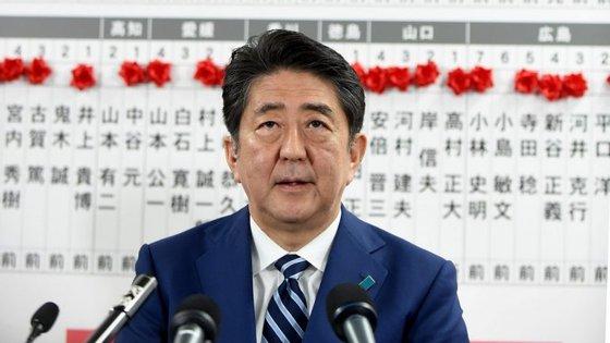 Shinzo Abe venceu, com maioria absoluta, as eleições legislativas no Japão