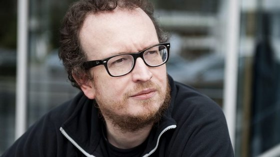 Robert Muchamore acredita que os seus livros são controversos, mas não os compara a livros para adultos.
