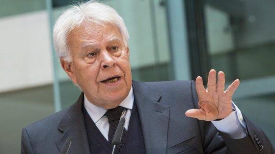 O antigo presidente do Governo espanhol e histórico socialista Felipe González nega que aplicação do artigo 155.º acabe com a autonomia da Catalunha