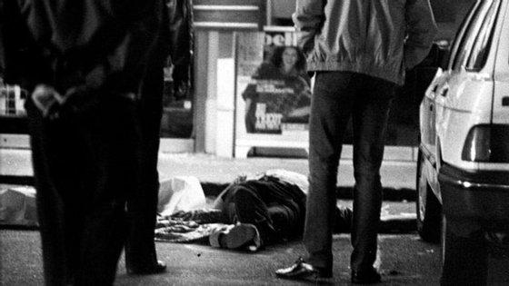 O corpo de uma das vítimas do grupo, morta durante o assalto a um supermercado em Overijse, em 1985