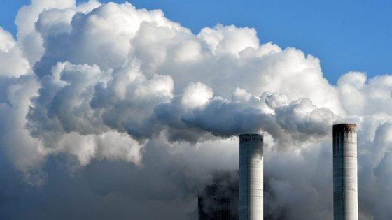Imposto surge em contramão face a medidas políticas para cortar os custos do sistema elétrico