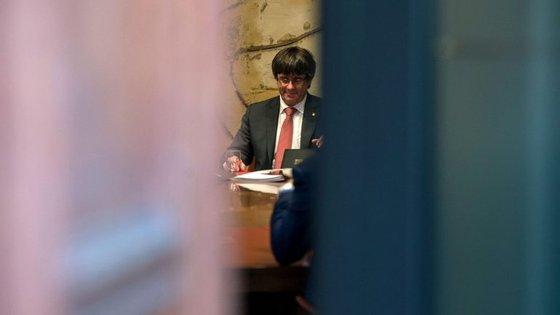As opções de Carles Puigdemont vão desde a declaração unilateral da independência até à convocatória de eleições regionais antecipadas