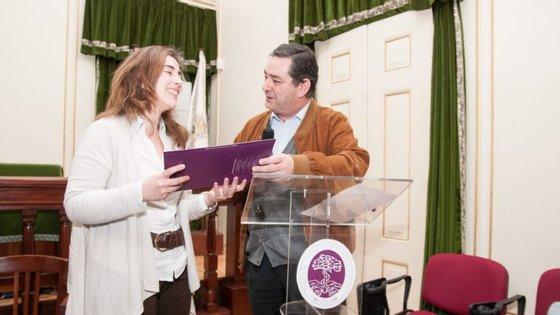 """Adelaide Fernandes durante a entrega do prémio """"Bolsa Inovação da Secção Regional da Ordem dos Farmacêuticos"""""""
