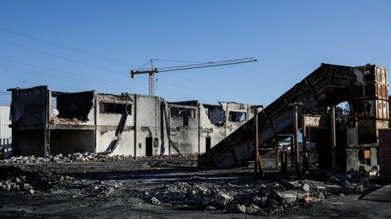 A empresa de reciclagem Tratris foi consumida pelas chamas do incêndio de 15 de outubro.