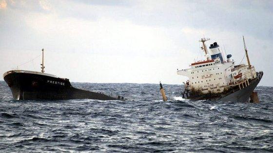 O petroleiro Prestige afundou-se no Atlântico em 2002.