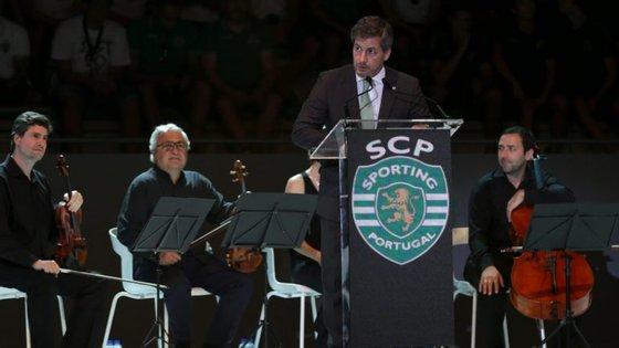 Bruno de Carvalho terá esta tarde uma assembleia geral que definirá o seu futuro na liderança do Sporting