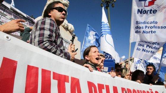 Esta quarta-feira, enquanto se discutia o orçamento da Educação, professores em greve manifestaram-se à frente do Parlamento