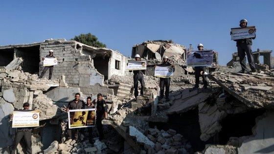 Foram vetadas, na ONU, propostas para prolongar investigação a armas químicas na Síria.