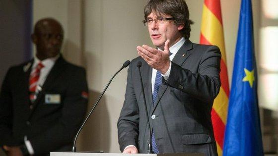 A declaração de independência da Catalunha foi aprovada por 70 dos 135 deputados do parlamento catalão.
