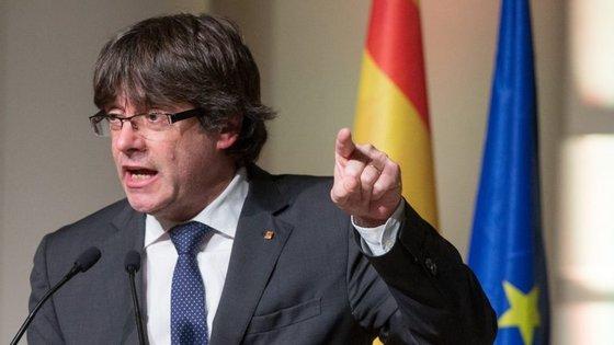 Carles Puigdemont está em Bruxelas desde 30 de outubro, três dias depois de o parlamento catalão ter declarado a independência da Catalunha