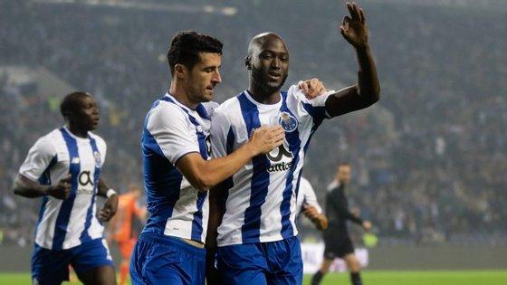Danilo festeja o 1-0 aos cinco minutos, devidamente acompanhado por Marcano e quase quase Aboubakar