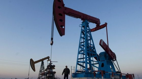 As alterações ao modelo dos petróleos em Angola foram aprovados em maio de 2016, ainda com José Eduardo dos Santos na presidência