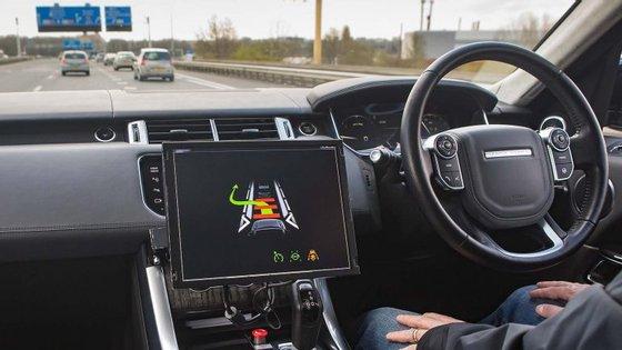 Esta semana, na apresentação do Orçamento, espera-se que o Reino Unido jogue a cartada que lhe permitirá recuperar o atraso face a países como os EUA ou Singapura, removendo as restrições legais que actualmente impedem o teste de veículos autónomos sem um humano a bordo