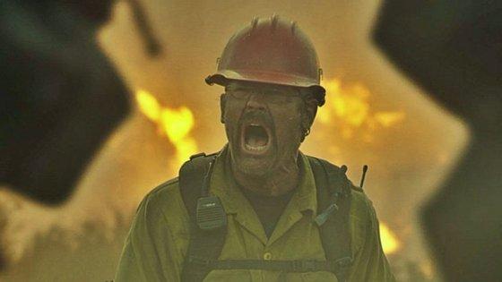 """""""Só para Bravos"""" conta a história de um grupo de bombeiros durante um gigantesco incêndio"""